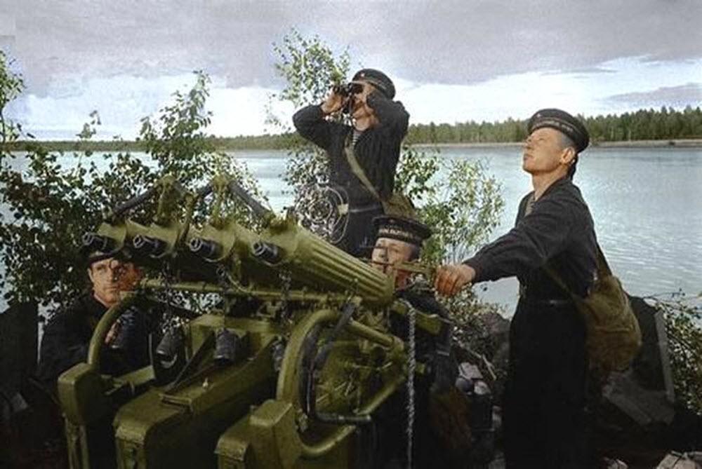 https://war-time.ru/images/blog/strelkovoe-orujie/pulemet/rossia-sssr/zpu-m4/dop/moryaki-s-zsu-m4.jpg