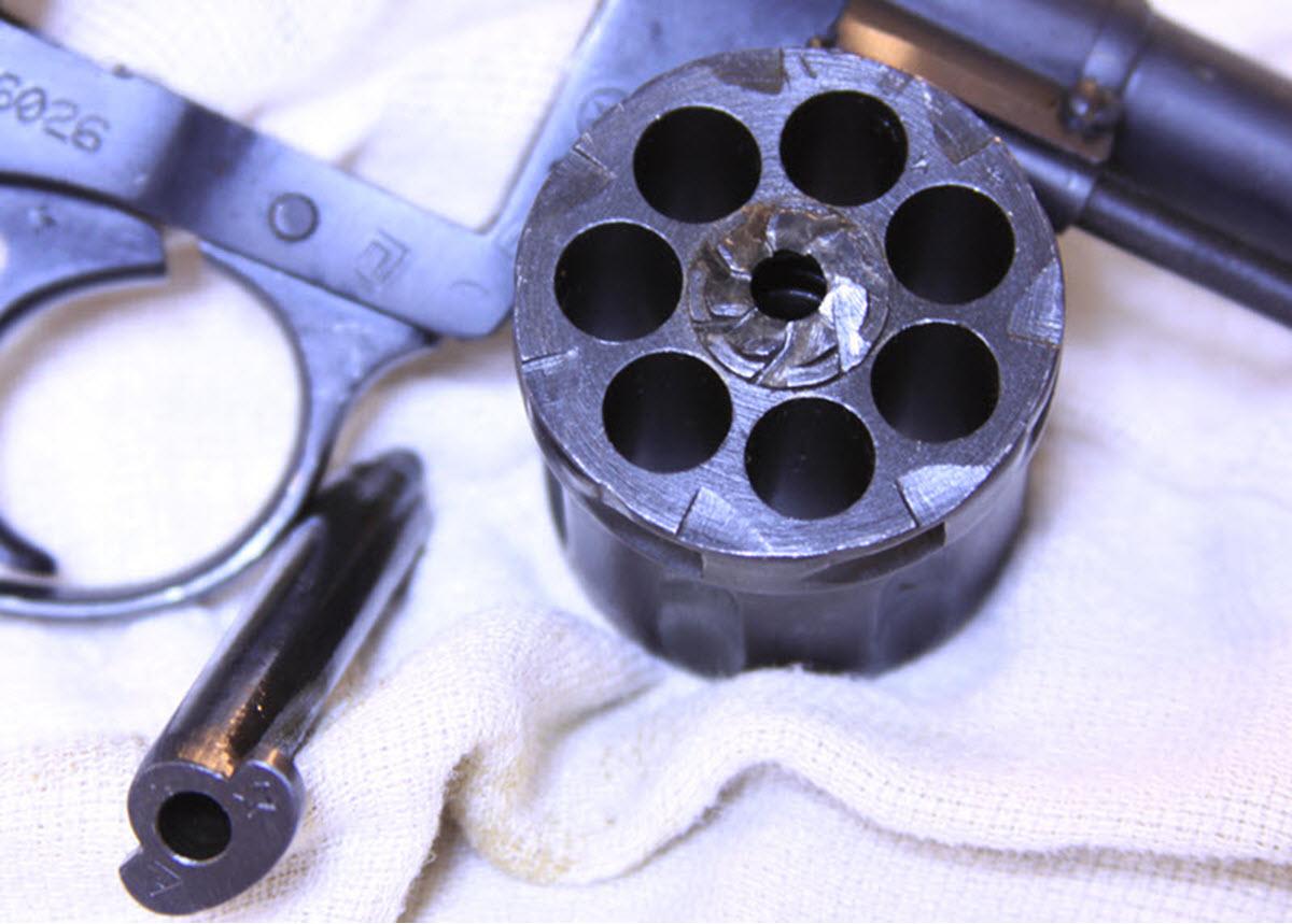 мареска замуж фото обычного черного ствола револьвера нижней