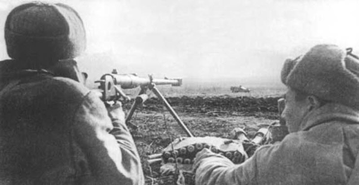 https://war-time.ru/images/blog/strelkovoe-orujie/vintovki-karabiny/rossiya-sssr/ptrd-41/pod-3/soldat-ptrd-13.jpg